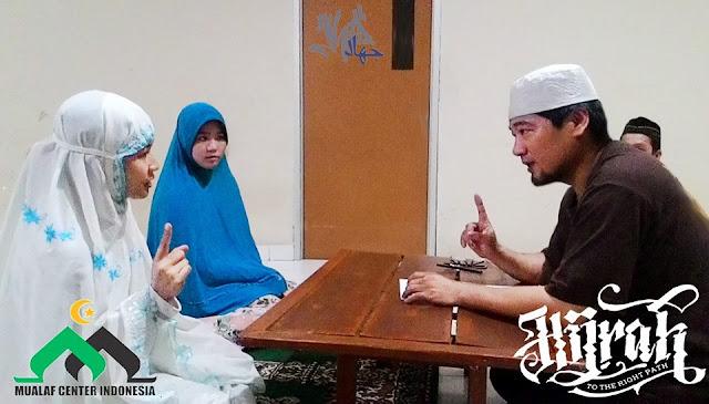Alhamdulillah, Pramugari Cantik Putri Missionaris ini Masuk Islam