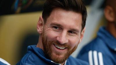 """صورة للاعب كرة القدم الملقب بالبرغوت """" ليونيل ميسي """" لاعب نادي برشلونة الاسباني"""