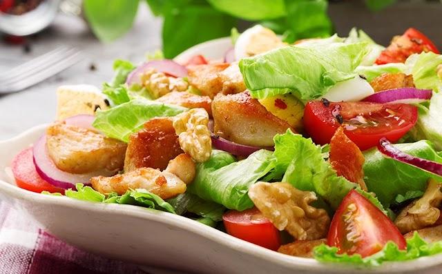 Τρεις συμβουλές για να δώσεις στη σαλάτα σου προδιαγραφές εστιατορίου