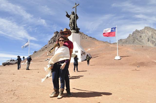 Cristo Redentor dos Andes. De um lado, Argentina. De outro, Chile.