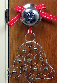 http://translate.googleusercontent.com/translate_c?depth=1&hl=es&rurl=translate.google.es&sl=auto&tl=es&u=http://www.craftynest.com/2011/12/chicken-wire-jingle-bell-ornament/&usg=ALkJrhhxgFEi4u319e9ArZW0zI4dVloeUw