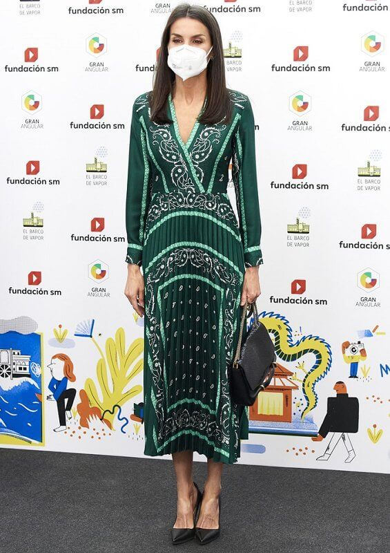 Queen Letizia wore a scarf prints long dress from Sandro, and black leather pumps from Prada. Nina Ricci bag