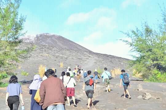 mendaki anak gunung krakatau