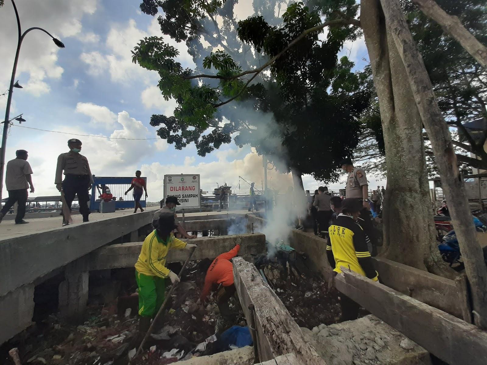 Polres Inhil dan Stakeholder Laksanakan  Giat Bersih di Beberapa Titik
