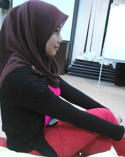 Gadis Cantik Jilbab Nyepong Kontol Besar Panjang