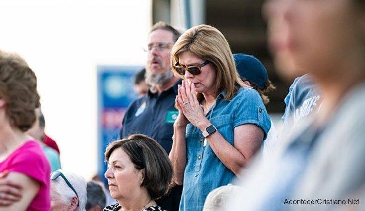 Orando frente a clínicas de aborto