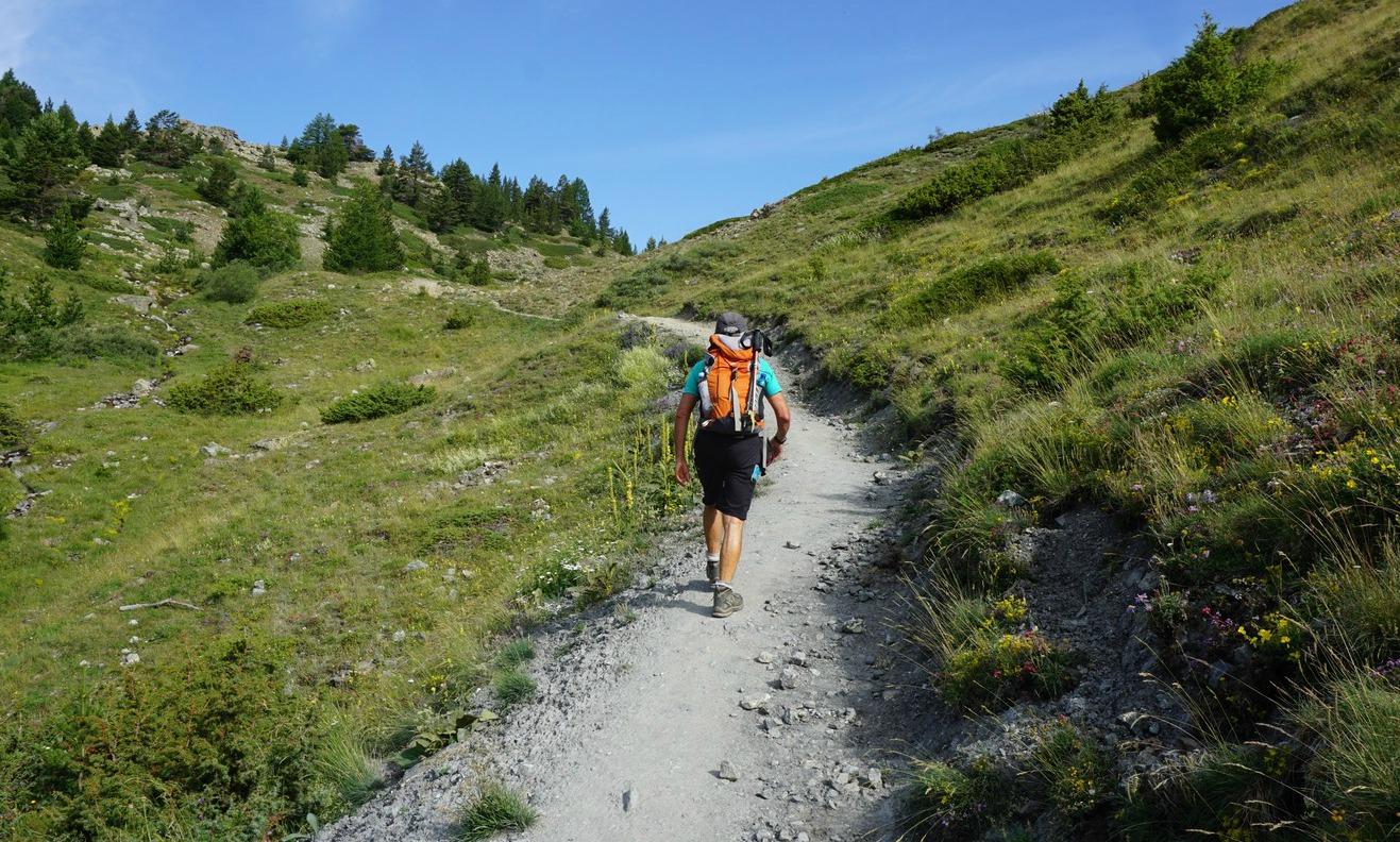Trail below Lac des Sarailles