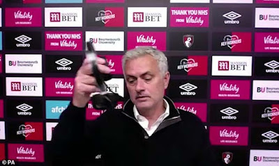 Tottenham hụt hơi top 4 vì VAR, Mourinho trút giận ở họp báo 3