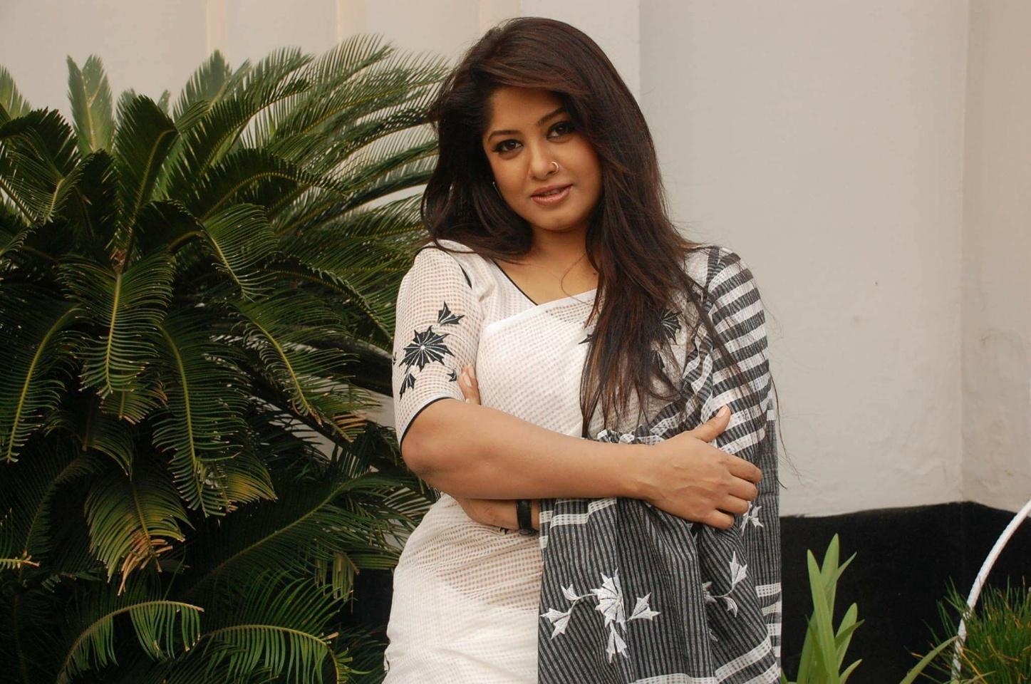 Actress Mousumi Best Photos & Short Biography 5