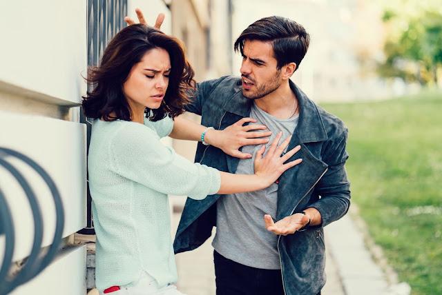 Якщо партнер робить ці 7 речей під час сварки, значить стосункам прийшов кінець