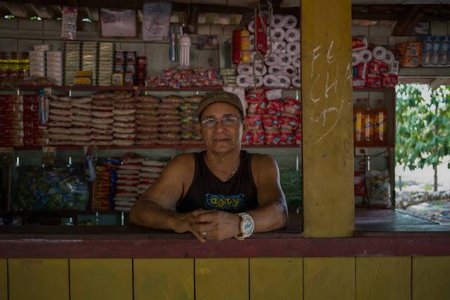 Pedro Pantoja, morador da comunidade de Jamaraquá, no Floresta Nacional do Tapajós, personagem da nossa reportagem. Os pequenos agricultores, ribeirinhos e indígenas são acusados pelo governo de serem os principais responsáveis pelo aumento dos focos de calor na Amazônia. Apesar de usarem o fogo na agricultura de subsistência, mostramos que a acusação é infundada. Foto: Flavio Forner/Ambiental Media