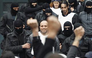 Πλήρης διάλυση: Αποφυλάκισαν τρομοκράτες πριν γίνει η δίκη και αυτοί εξαφανίστηκαν!