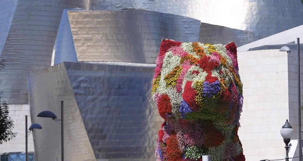 Puppy, el perro de flores que custodia el Museo Guggenheim de Bilbao