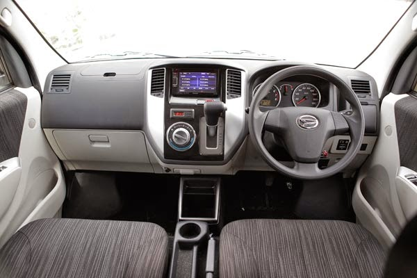 Spesifikasi Interior Daihatsu Luxio 2015