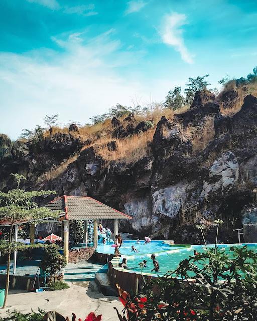 Serunya Destinasi Wisata Taman Batu Hanjuang Kuningan Jawa Barat