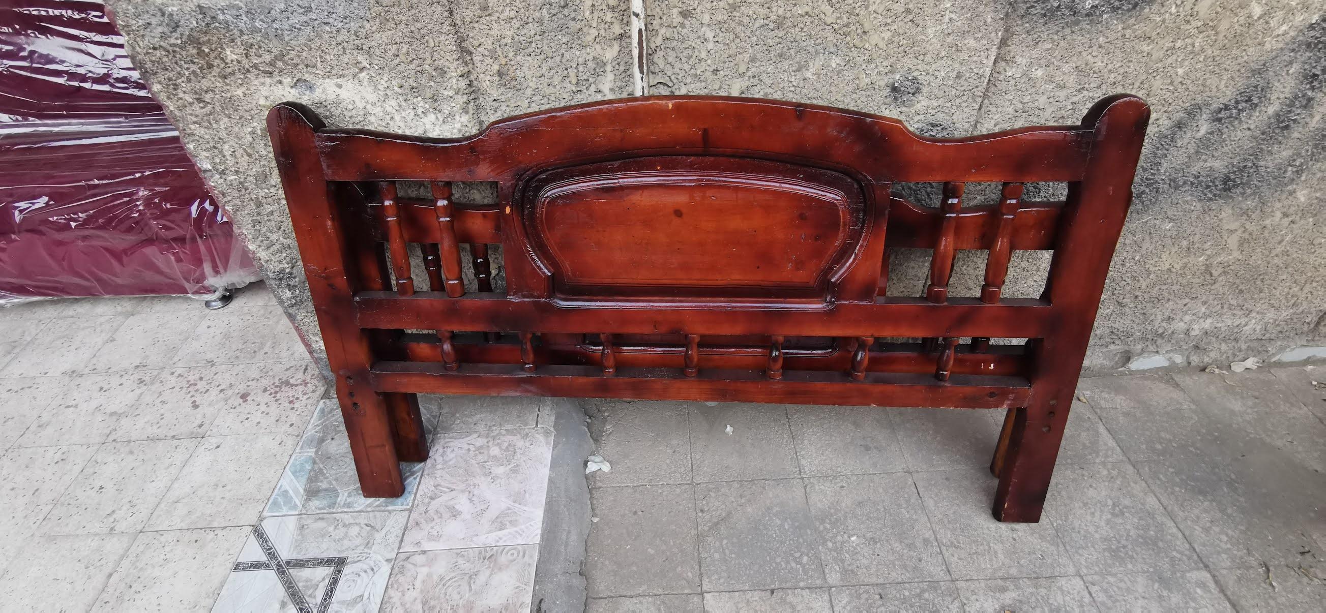 سرير مستعمل للبيع مقاس 150 سم كامل بالملل