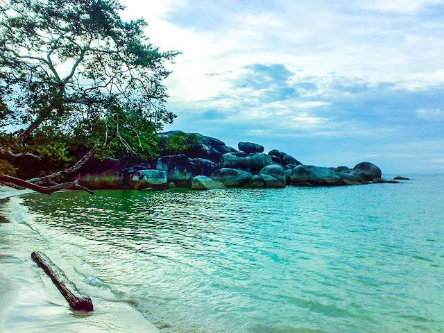 foto pantai indah indonesia tanjung tinggi