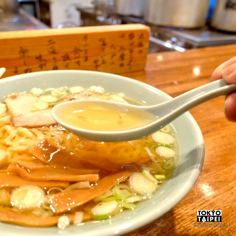 【丸信拉麵】湯底分兩層 香甜有層次的醬油拉麵