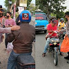 Berkah Ramadhan 1442-H, Kapolsek  Bersama Ketua Bhayangkari Ranting Polut Berbagi Takjil  Kewarga