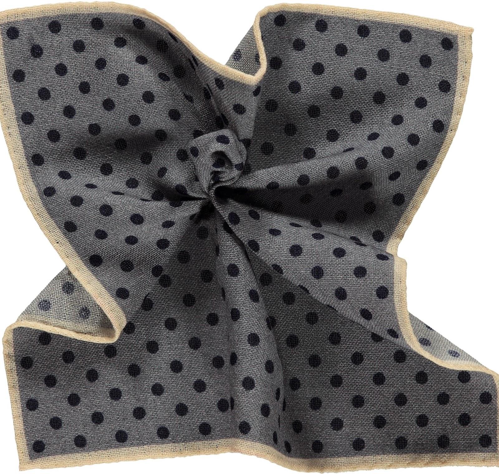 http://eu.suitsupply.com/es_ES/handkerchiefs/panuelo-de-bolsillo-azul-marino/D14211.html?start=13&cgid=Handkerchiefs