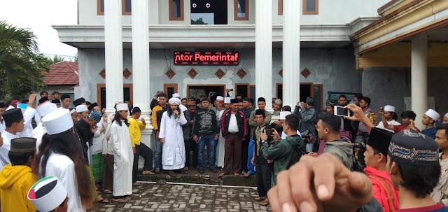 Pemilik Akun Facebook Reza Ahmad Nofal, Diburu Ratusan Santri di Cidahu