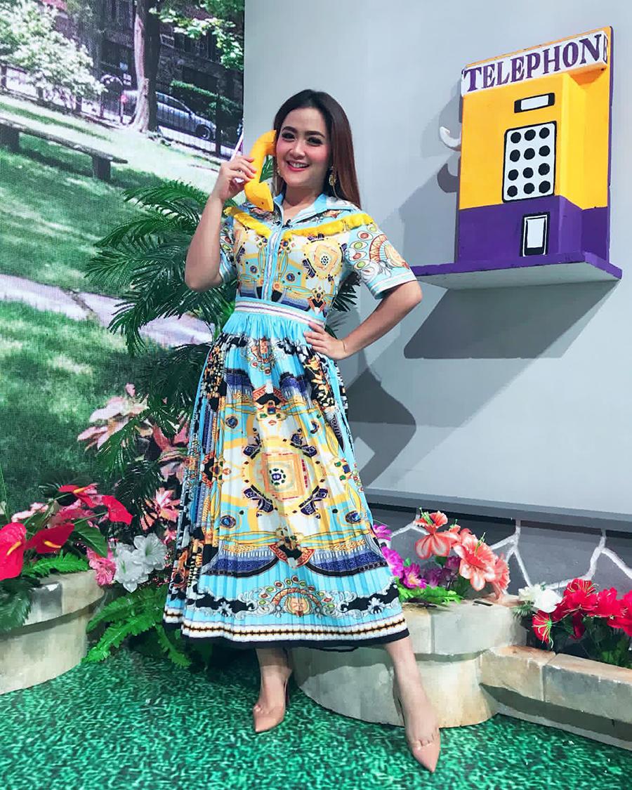 Vega Darwati artis cantik tante manis