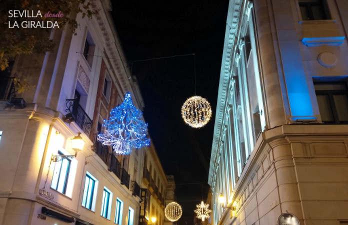 Iluminación de Navidad en la calle Tetuán, Sevilla, desde plaza Nueva