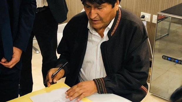 Morales llegó a Argentina el 12 de diciembre de 2019 y fue beneficiado con una renta del gobierno de ese país / TWITTER