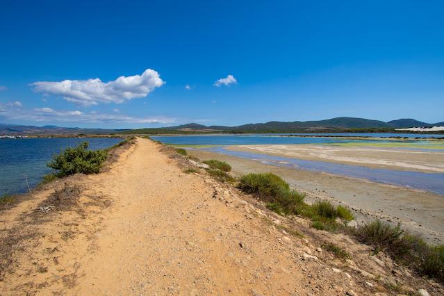 Spiaggia Is Arenas biancas-Sentiero