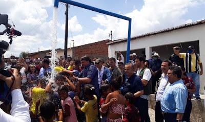 Em Piranhas/AL, Bolsonaro inaugura etapa do Canal do Sertão