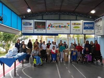 APAE de Registro-SP recebe cadeiras de rodas por doação