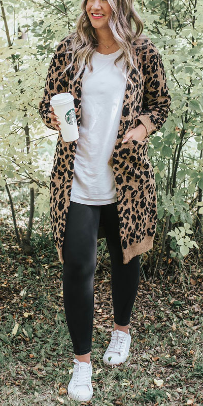 Are you wondering which pieces of clothing are in style this winter? Here we've prepared a complete list of the best winter fashion lookbook. Women's Outfit Ideas via higiggle.com | leopard print cardigan | #winterstyle #fashion #cardigan