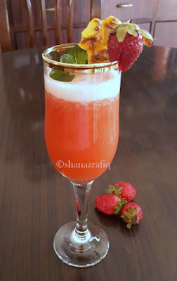 Minty Strawberry & Pineapple Smoothie