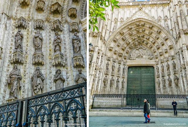Detalhes das fachadas da Catedral de la Giralda, Sevilha