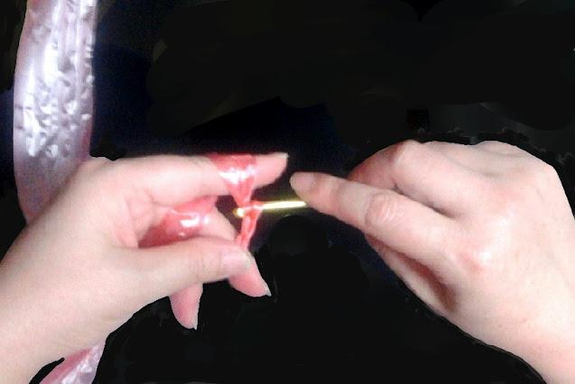 かぎ編みで先ずは鈎針と糸の持ち方を覚えよう,let's learn how to hold the hook needle and thread by crocheting at first,让我们首先学习钩针编织时如何掌握钩针和线