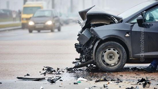deixar local acidente transito dano moral