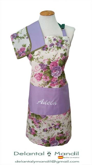 Delantal con motivos florales y bordados