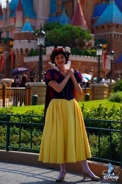 心動在奇妙瞬間於奇妙夢想城堡外巧遇白雪公主, HeartFluttersWithMagic-MeetnGreet-2021-Castle-of-Magical-Dreams-SnowWhite, Hong Kong Disneyland, 香港迪士尼樂園