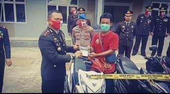 Kapolres Menyerahkan 8 Unit Sepeda Motor Hasil Kejahatan Kepada Pemiliknya Di Saat Hari Bhayangkara Ke-74 Polres Lampung Tengah