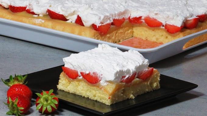 Prăjitură cu Căpșune și Frișcă