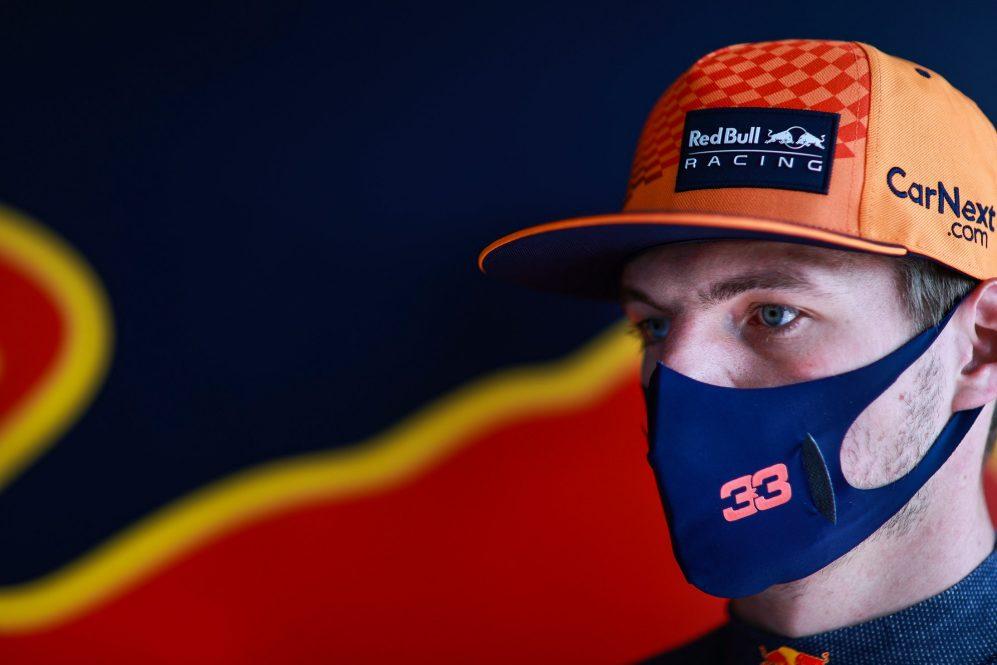 Verstappen está apenas quatro pontos à frente de Hamilton no campeonato