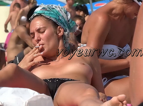 Hidden cam beach catches sexy nudist women (NudeBeach ch15029-15037)