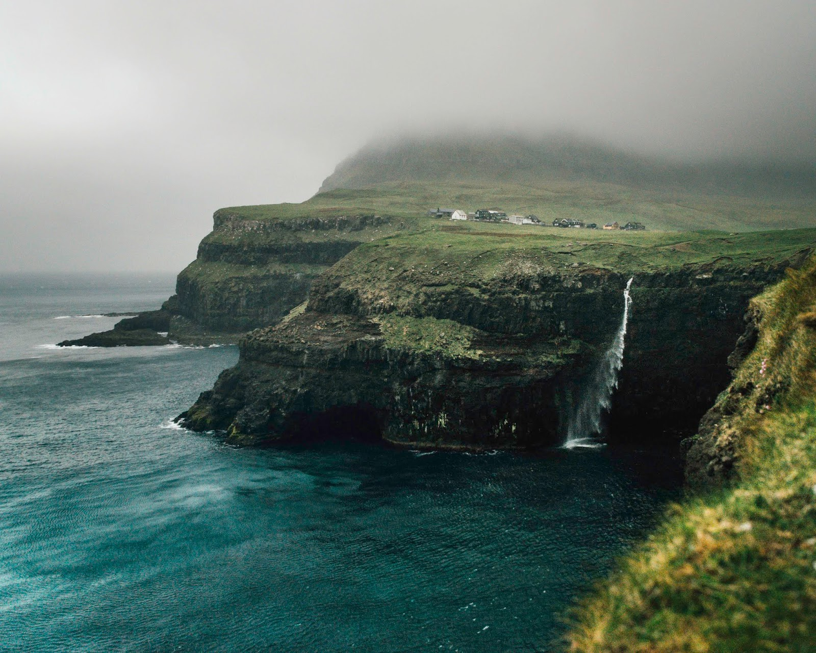 Múlafossur waterfall sea ocean liquid grain liquidgrain faroe islands