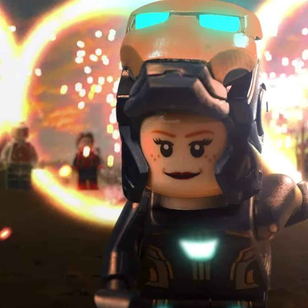 LEGO Avengers Endgame Final Battle :「アベンジャーズ : エンドゲーム」のクライマックスで、劣勢のキャップがどこからともなく、ファルコンの無線を受信するや、ドクター・ストレンジがポータルを開き、大量の援軍を連れて来た感激のシーンを再現した LEGO のストップモーション・アニメ ! !
