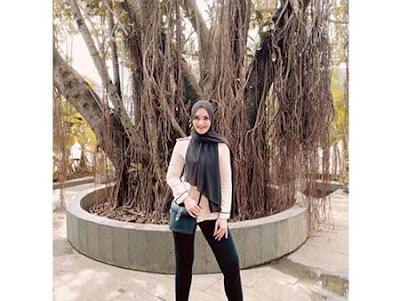 Puspita Sari Pakai Hijab