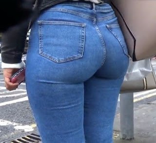 Video voyeur mujeres cola grande pantalones apretados