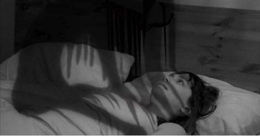 Réveillé en plein milieu de la nuit sans pouvoir bouger ? Voici la signification