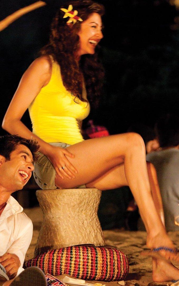 Contact Us Email >> celebrity wallpaper: Anushka Sharma kissing and hot wallpaper