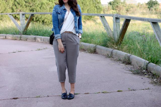 El pantalon de moda es tobillero