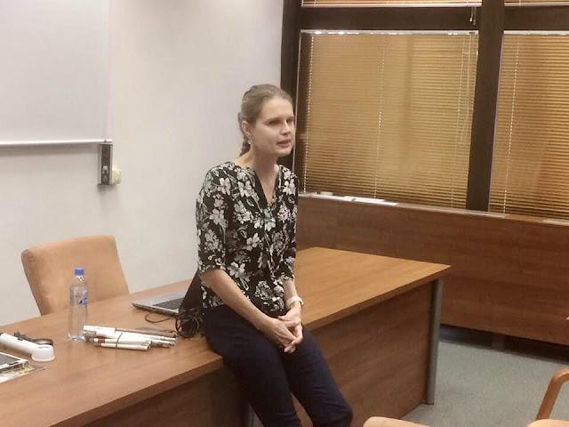 Linda přednáší na VŠ